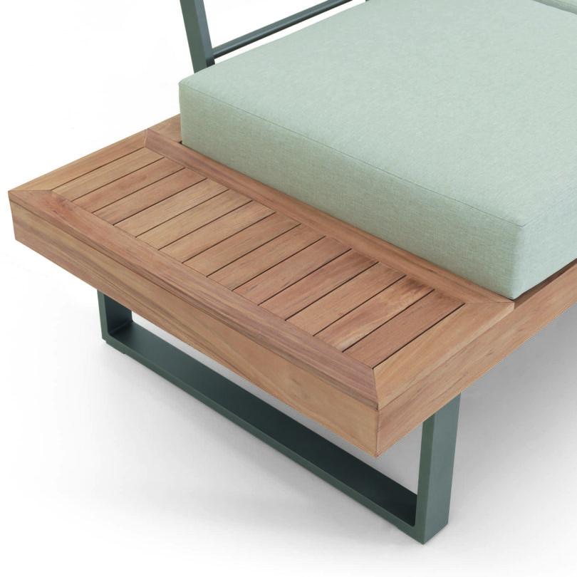 Das Lounge-Set Alu-Teak Capri ist die perfekte Lösung für Ihren Balkon oder Ihre Terrasse, die Bezüge der gemütlichen Bank sind abnehmbar und bei 40 Grad waschbar.