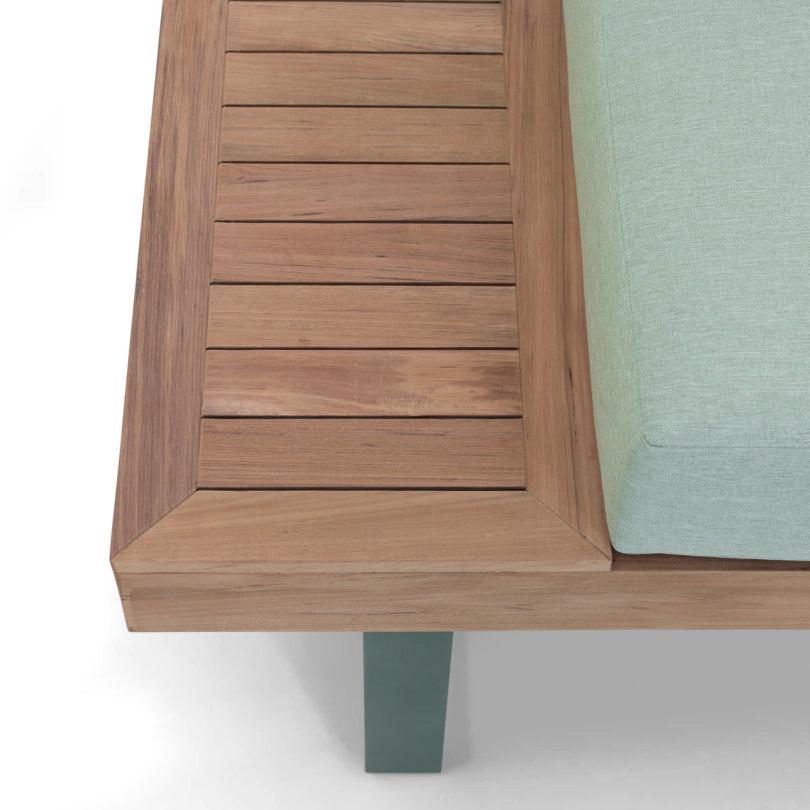 Das Lounge-Set Alu-Teak Capri, bestehend aus einem Tisch und einer großen Eckbank ist jetzt im Onlineshop von Teak-It erhältlich.