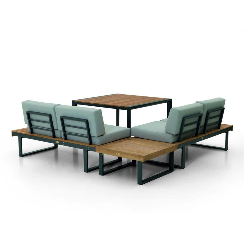 Die Loungegruppe Capri passt mit der Sitzhöhe von 51 cm perfekt zu jedem durchschnittlichen Esstisch.